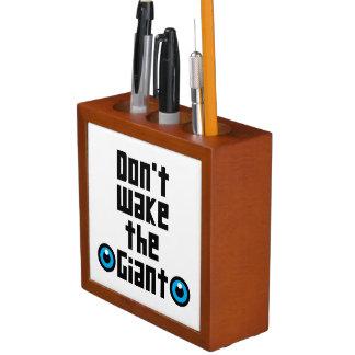 Wecken Sie nicht den Riesen Stifthalter