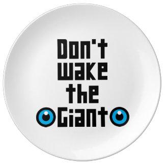 Wecken Sie nicht den Riesen Teller