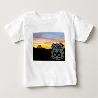 Weg 66 am Sonnenuntergang Baby T-shirt
