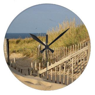 Weg durch die Dünen, zum des Punkt-Strandes zu Große Wanduhr