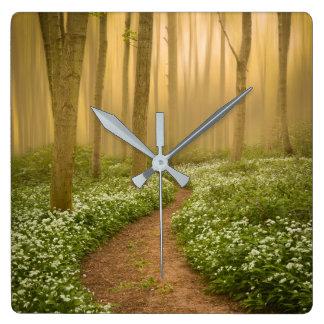 Weg in der Holz-Wanduhr Quadratische Wanduhr
