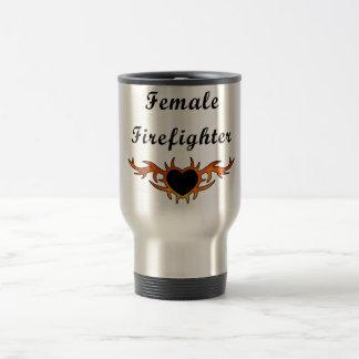 Weibliche Feuerwehrmann-Tätowierung Reisebecher