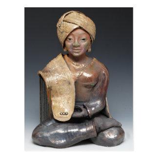 Weiblicher Buddha in einem goldenen Turban Postkarte