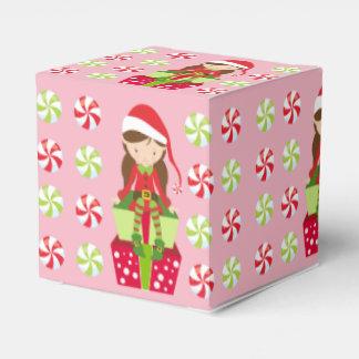 Weiblicher Elf mit Süßigkeiten Geschenkschachtel
