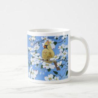 Weiblicher Kardinal in den Hartriegeln Kaffeetasse