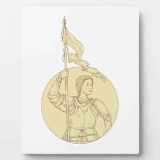 Weiblicher Ritter, der das Flaggen-Kreis-Zeichnen Fotoplatte