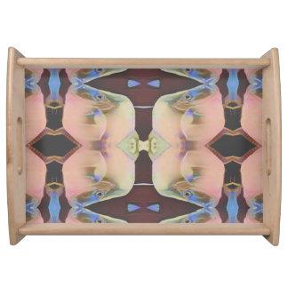 Weiches hübsches symmetrisches dienendes serviertablett