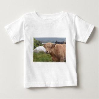 Weiden lassen der Hochland-Kuh Baby T-shirt