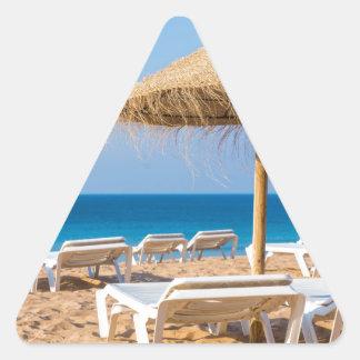 Weidensonnenschirm mit Strand beds.JPG Dreieckiger Aufkleber