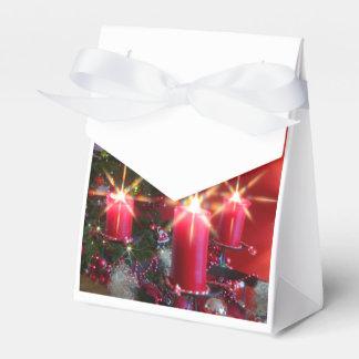 Weihnacht,Advent, brennende rosa Kerzen festlich, Geschenkschachtel