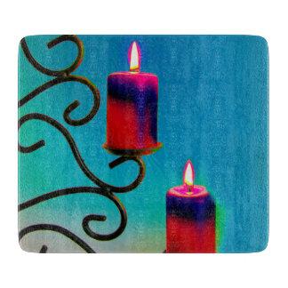 Weihnacht,Advent, brennende rote Kerzen festlich, Schneidebrett