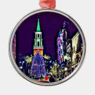 Weihnachten in der Stadt Silbernes Ornament
