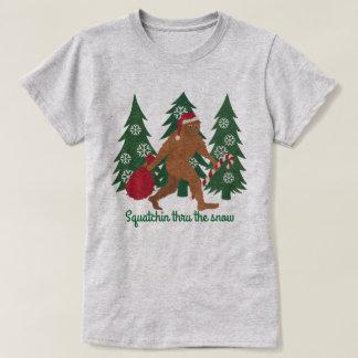 Weihnachten Squatchin Sankt Squatch durch den T-Shirt