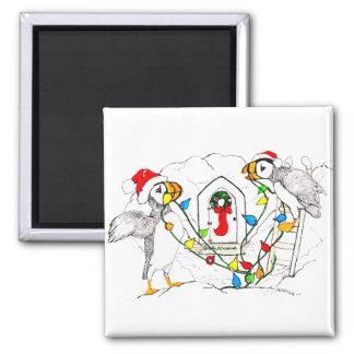WeihnachtenHornedbill Papageientaucher, die Nest Quadratischer Magnet