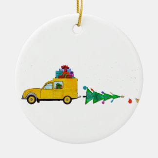 Weihnachtsauto mit Geschenken Rundes Keramik Ornament