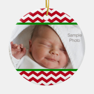 Weihnachtsbaby-Foto-rotes Zickzack Muster Keramik Ornament