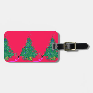 Weihnachtsbaum der Mammas mit Birnen auf rotem Gepäckanhänger