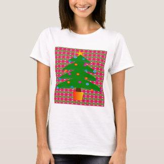 Weihnachtsbaum mit gemustertem Hintergrund T-Shirt