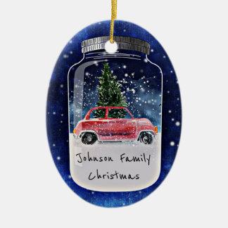 Weihnachtsbaum-und Auto-Winter-Szene in einem Ovales Keramik Ornament