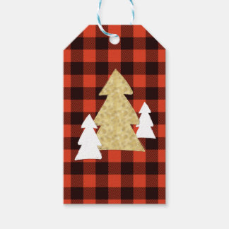 Weihnachtsbäume auf roten karierten geschenkanhänger