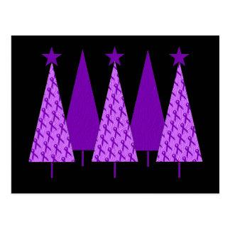 Weihnachtsbäume - violettes Band Postkarte