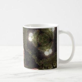 Weihnachtsbaumverzierungen mit Zuckerstangen Kaffeetasse
