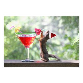 Weihnachtseichhörnchen, das ein Cocktail trinkt Kunst Fotos