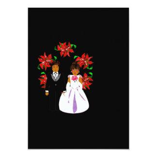 Weihnachtshochzeits-Paare mit Kranz im Schwarzen 12,7 X 17,8 Cm Einladungskarte