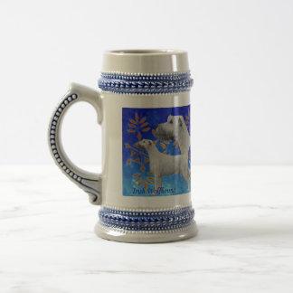Weihnachtsirischer Wolfhound im Blau Bierglas