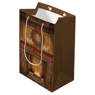 Weihnachtskamin-mittlere Geschenk-Tasche Mittlere Geschenktüte