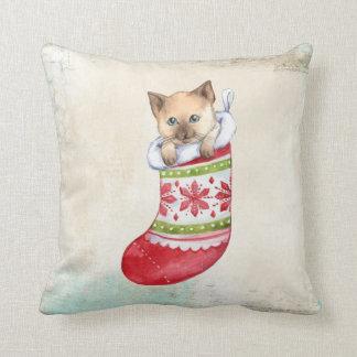 Weihnachtskätzchen im Strumpf Kissen