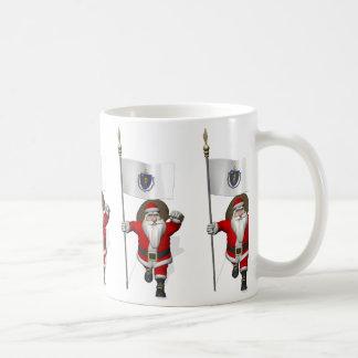 Weihnachtsmann mit Fahne von Massachusetts Kaffeetasse
