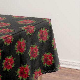 Weihnachtsrote Rose u. -stechpalme der Tischdecke