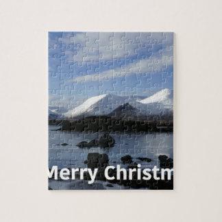 Weihnachtsschnee auf schwarzem Berg, Schottland Puzzle