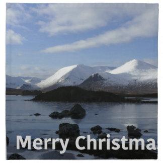 Weihnachtsschnee auf schwarzem Berg, Schottland Serviette