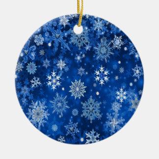 Weihnachtsschneeflocken blau und silbern rundes keramik ornament