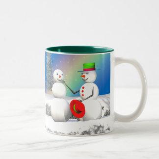 WeihnachtsSchneemann, der einen Freund macht Tee Haferl