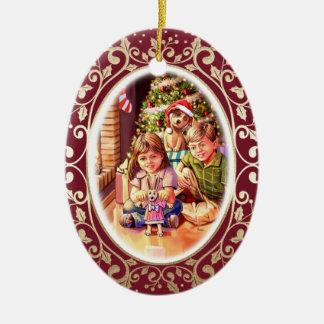 Weihnachtsszene mit Kindern u. Keramik Ornament