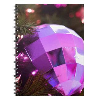 Weihnachtsverziert fröhlicher Feiertags-Baum Feier Notizblock