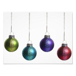 Weihnachtsverzierungen im aquamarinen lila roten g