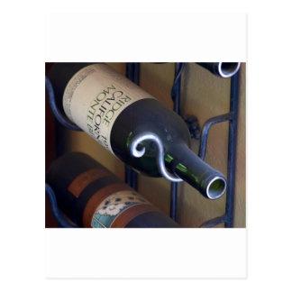 Wein-Flaschen in einem Gestell Postkarten