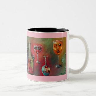 Wein-Glas auf einer Kaffee-Tasse Zweifarbige Tasse