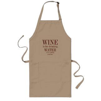 Wein-Liebhaber, der Schürze kocht