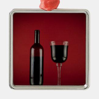 Weinrot-Glasflasche Quadratisches Silberfarbenes Ornament