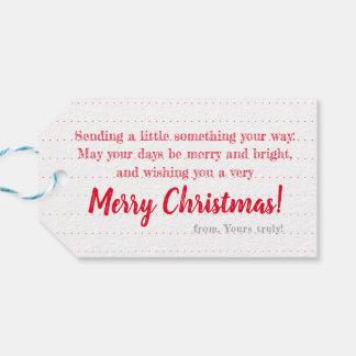 Weiß auf rotem Kranz: Personalisierter Geschenkanhänger