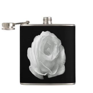 Weiß-Rose-auf-d-schwarzhintergrund Flachmann