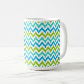 Weiß-, Türkis-, Grüner und Blauerzickzack Ikat Kaffeetasse