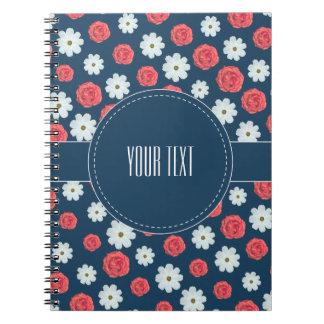 Weiß-und Rosen-Blumenmuster-Notizbuch Spiral Notizblock
