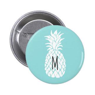 weiße Ananas des Monogramms auf Pastellblau Runder Button 5,7 Cm