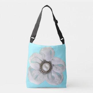 Weiße Blume auf blassem Cyan-blauem Tragetaschen Mit Langen Trägern